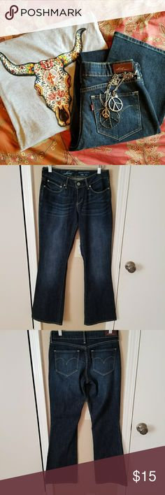 Levi's Bold Curve Boot Cut Jeans Levi's Bold Curve Boot Cut Jeans. Inseam is approximately 31 inches. Pre-owned in good condition. Levi's Jeans Boot Cut