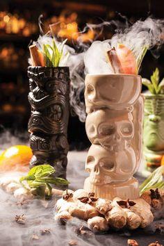 Ooga booga style tiki bar where it's the evil tribal tiki styling - get actual shrunken head for this! Tiki Art, Tiki Tiki, Tiki Glasses, Tiki Decor, Tiki Lounge, Vintage Tiki, Vintage Style, Cocktails, Tiki Torches