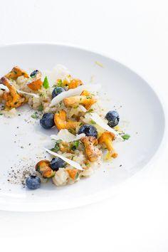 pfifferling risotto, risotto, risotto rezept, heidelbeeren, blaubeeren, parmesan, fine dining, anrichten, plating, foodstyling