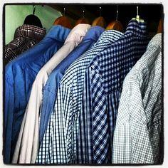 #hangers #perchas #camisasdecuadros #camisas #window #ropa #wear #secando #shirts #ropasecando #squares #cuadros #blue #azul #momentos
