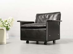 Frankfurt Minimal 2 seater leather sofa rz 620 by dieter rams for vitsoe 1962 sofa
