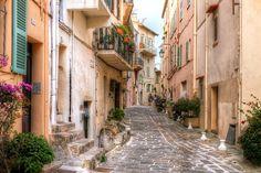 https://flic.kr/p/iQ4ALi   Cannes Street, France