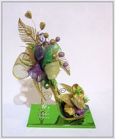 Букеты из конфет - Ассоциация свит-дизайнеров Diy And Crafts, Arts And Crafts, Paper Crafts, Floral Centerpieces, Floral Arrangements, Craft Projects, Projects To Try, Paper Shoes, Candy Flowers