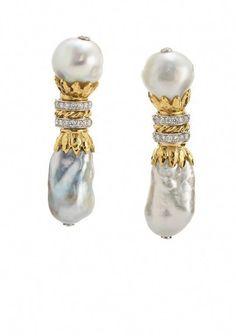 Découvrez un nos magnifiques colliers pierre de lune ! Vous découvrirez un grand nombre de colliers différent ! N'hésitez pas à venir jeter un coup d'oeil à notre boutique Pierre-lune.fr ! Vous ne serez pas déçue ! Gold Bar Earrings, Platinum Earrings, Hoop Earrings, Pearl Earrings, Small Diamond Rings, Diamond Studs, Diamond Ice, Diamond Choker, Diamond Jewelry