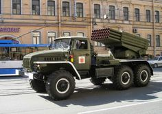 """Grad means """"hail"""" - and a battalion of 18 of these things can land a """"hail""""of 720 x warheads at very short notice,up to 19 km away. Army Vehicles, Armored Vehicles, Bm 21 Grad, Indian Army Special Forces, Combat Shotgun, Ashok Leyland, 6x6 Truck, Armoured Personnel Carrier, Soviet Army"""