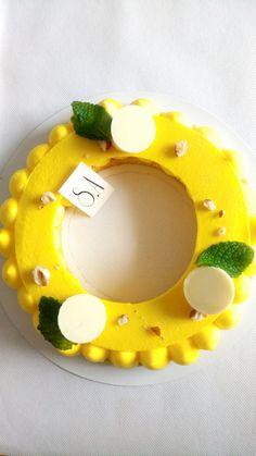 Je reviens avec une tarte au citron, un petit peu différente, elle est au citron et au basilic !!! La recette ne diffère pas beaucoup de la recette de la tarte au citron habituelle, il suffit juste d'y ajouter du basilic Disque en chocolat QS de chocolat...