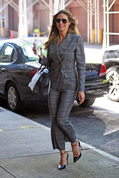 Heidi Klum from The Big Picture: Today's Hot Photos Well suited! The top model sports a menswear inspired pantsuit with black Christian Louboutin pumps while heading to a business meeting in NYC. Smoking, Black Christian Louboutin, Old Models, Heidi Klum, Vogue Fashion, Big Picture, Swagg, Hottest Photos, Sexy