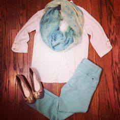 Bluetique Cheap Chic: Outfit of the Day :) Fashion Killa, Fashion Beauty, Mint Jeans, Dressed To The Nines, Complete Outfits, Blue Pants, Winter Dresses, White Tops, Outfit Of The Day