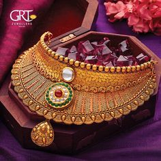 Get mesmerized from our river of much-cherished Jewellery collections! Gold Necklace Simple, Gold Jewelry Simple, Silver Jewelry, Pearl Necklace Designs, Jewelry Design Earrings, Gold Bangles Design, Gold Jewellery Design, Bridal Jewelry Sets, Bridal Jewellery