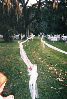 simple and elegant backyard wedding walkway ideas