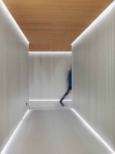 Entourage Clinic, Lausanne, 2015 - Ralph Germann architectes s. Design Entrée, Lobby Design, Design Ideas, Clinic Interior Design, Clinic Design, Corridor Lighting, Interior Lighting, Interior Walls, Strip Lighting