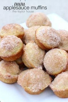 Easy MINI Applesauce Muffins Recipe for kids! #dessert #breakfast #kids