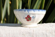 A lovely vintage cafe au lait bowl made in France circa 1925 by the renowned company DIGOIN-SARREGUEMINES. The design is called the 'Mary-Lou'.  Vintage Cafe au Lait bowl nice French by ForTheLoveOfFrance