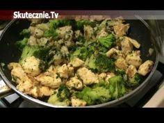 Sałatka makaronowa z kurczakiem opiekanym w cebulce, brokułem i papryką ...