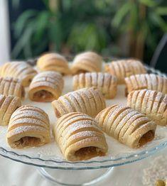 Görüntünün olası içeriği: yiyecek Apple Recipes, Sweet Recipes, New Recipes, Turkish Recipes, Ethnic Recipes, Walnut Cookies, Breakfast Tea, Wonderful Recipe, Iftar