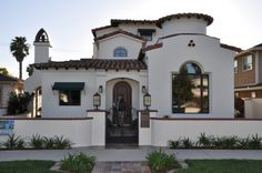 love the Spanish style, red roof, very So. clay tile floors, a colorful Mexican-tile backsplash in the kitchen; a stone patio with a firepit. and hot tub. Spanish Colonial Homes, Spanish Style Homes, Spanish House, Spanish Kitchen, Spanish Revival, Stucco Exterior, Exterior Design, Diy Exterior, Exterior Homes