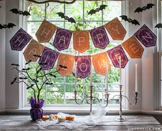 Celebrate Halloween with homemade decorations! The Happy Halloween Printable Banner and Bats are fabulous Halloween party decorations for your home. These printable Halloween decorations will look excellent in your home. Happy Halloween Banner, Printable Halloween Decorations, Fröhliches Halloween, Halloween Paper Crafts, Manualidades Halloween, Halloween Treat Bags, Holidays Halloween, Halloween Ideias, Halloween Printable