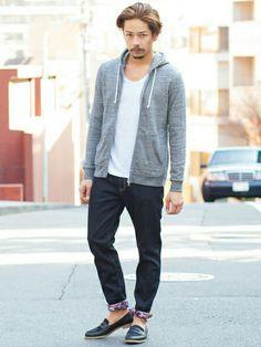 ジーンズ着こなしメンズのデニムパンツのTシャツ・カットソー「BEAUTY&YOUTH UNITED ARROWS BY ∴ トライ ブレンド Vネック ロングスリーブ」を使ったコーディネート