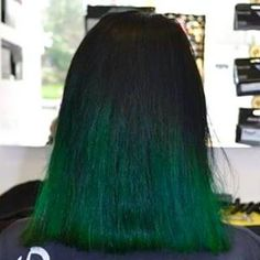 Coloration ombr e bleue r alis e au salon herveou coiffure for Tie and dye prix salon