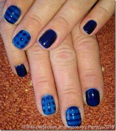 Σχέδιο νυχιών: ημιμονιμο μανικιουρ με την τεχνική του see through σε μπλε αποχρώσεις-TwoChiChis