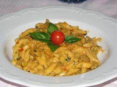 Il mio pesto siciliano...anzi di Giuseppe... 500gr di pomodorini un bel mazzo di basilico 100gr di pinoli 100gr di parmigiano 100gr di ricotta salata 1 spicchio d'aglio 50 gr di mandorle peperoncino sale abbondante olio extra vergine d'oliva