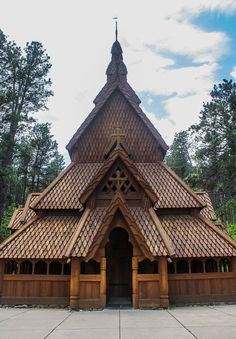 Chapel-in-the-Hills is a lovely little place in Rapid City, South Dakota. a near exact replica of the Borgund Stave Church in Norway. Rapid City South Dakota, South Dakota Travel, Sacred Architecture, Beautiful Architecture, Building Photography, Mother Art, Haunted Hotel, Cool Countries, 12th Century