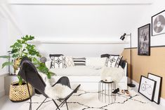 Op deze zolder kan je allerlei hobby's uitvoeren. In de relaxhoek kan je tot rust komen in de leren vlinderstoel of een boekje lezen op de bedbank. De zolder heeft een basic-stijl, met veel zwart en wit, en materialen als kurk en underlaymenthout zorgen weer voor warmte. Shop hier de producten uit de relaxhoek!