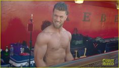 MLB Player Bryce Harper Goes Shirtless for ESPN Body Issue: Photo Pro baseball player Bryce Harper shows off his incredible muscles while going shirtless in this behind the scenes video for ESPN's upcoming Body Issue. Hot Baseball Players, Baseball Boys, Mlb Players, Baseball Gloves, Espn Baseball, Nationals Baseball, Bryce Harper, Odell Beckham Jr, Baseball Score Keeping