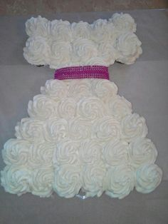 I had to put this cake into my collection. Although it is not a nail polish cake....I think it is absolutely adorable!!  Neat little girl party idea!
