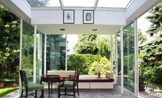Im Sommer dient der Wintergarten als Freiluft-Wohnzimmer, bei eisigen Temperaturen sitzt es sich gemütlich und warm