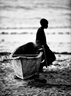 """Goran Jovic """" African old people And Child photography - Art pics & Design Now With Arabic content . Monochrome Photography, Black And White Photography, Art Photography, Photography Awards, Street Photography, Black N White, Black And White Pictures, B&w Tumblr, Fotografia Social"""