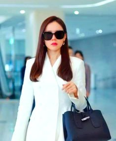 Crash Landing on You Son Ye-jin Inspired Sunglasses 002 Kpop Outfits, Cute Outfits, Fashion Tv, Fashion Looks, Classy Business Outfits, The Last Princess, Size Zero, Work Chic, Top Celebrities