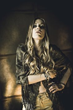 Elin Larsson, the lead singer of Blues Pills, a band influenced by the sounds of the late / early discusses how she became interested in vintage, her Melissa Auf Der Maur, Blue Pill, Fuzz, Metalhead, Blues, Wonder Woman, Singer, Superhero, Pills
