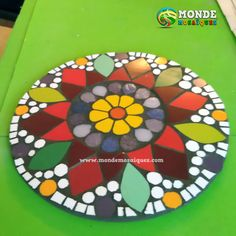 Discover thousands of images about Taller de Mandalas en Mosaico * Monde Mosaiques Mosaic Outdoor Table, Outdoor Table Tops, Mosaic Tile Art, Mosaic Birds, Mosaic Projects, Mosaic Ideas, Clay Art, Flora, Diy Crafts