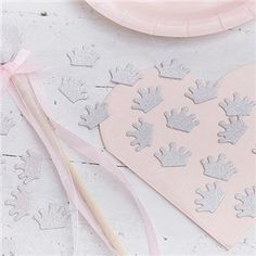 Complete your princess party with our gorgeous silver glitter Crown Confetti! Go scatter crazy to create the perfect princess party. Add a touch of s Princess Party Games, Princess Party Supplies, Princess Party Decorations, Party Table Decorations, Princess Birthday, Party Tables, Decoration Table, Décoration Baby Shower, Baby Shower Balloons