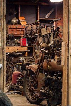 Daily Man Up Photos) - Harley-Davidson - Motorrad Motorcycle Workshop, Motorcycle Museum, Motorcycle Garage, Motorcycle Art, Bike Art, Motos Vintage, Vintage Bikes, Vintage Motorcycles, Cars And Motorcycles