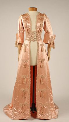 Historical Fashion: Edwardian/Art Nouveau (1900-1920) / Pink satin…