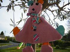 """doudou plat """"Mimi la souris"""" Quand le chat n'est pas là, Mimi la Souris danse! Elle vous plaît ? Ou pour tout autre doudou personnalisé et à tout petit prix (forme, couleurs, tissus...) n'hésitez pas à me contacter mazelilocreations@gmail.com Gmail, Etsy, Christmas Ornaments, Holiday Decor, Home Decor, Dance, Handmade Gifts, Other, Fabrics"""