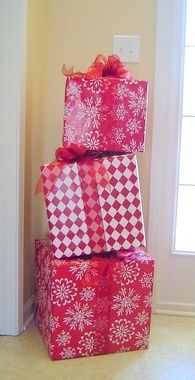 Répartissez des cadeaux de Noel dans la maison