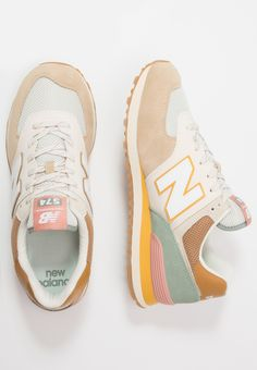 Mode Shoes, Sneakers Mode, Casual Sneakers, Sneakers Fashion, New Balance Trainers, New Balance 574, New Balance Women, New Balance Style, Sneaker Outfits
