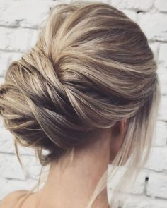 Chic chignon up-style in beige-blonde on ash-brown. easy and pretty chignon buns hairstyles Quick Hairstyles, Vintage Hairstyles, Pretty Hairstyles, Wedding Hairstyles, Wedding Updo, Blonde Balayage Highlights, Balayage Hair, Easy Chignon, Quick Updo