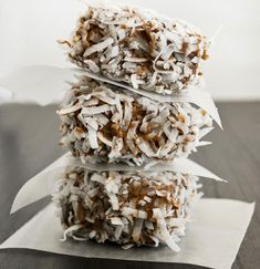 Mallow Co: Lamington Rice Krispy Treats (The Usual Ingredients Plus: Dry White Cake Mix, Chocolate Chips Or Chocolate Almond Bark, Sweetened Shredded Coconut) Rice Krispy Treats Recipe, Rice Crispy Treats, Krispie Treats, Rice Krispies, Cereal Treats, No Bake Treats, Yummy Treats, Sweet Treats, Cereal Bars