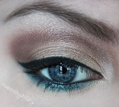 LOVE this look. I'm gonna try it on my blue-eyed friends and substitute the blue liner with green for my eyes