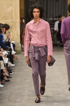 Officine Generale Spring 2018 Ready-to-Wear Collection - Vogue New Mens Fashion, Fashion Week, Fashion 2017, Boy Fashion, Latest Fashion Trends, Fashion Design, Fashion 1920s, Victorian Fashion, Casual Elegance