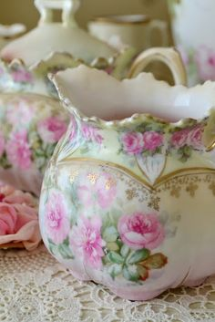 Don't you love how artistic tea cups and tea pots can be! Don't you love how artistic tea cups and tea pots can be! Antique China, Vintage China, Vintage Tea, Antique Books, Deco Floral, China Tea Cups, My Cup Of Tea, Cream And Sugar, Vintage Dishes