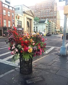 Not relevant, but how cool - Floral Designer is Turning NYC Trash Cans into Giant Vases Overflowing with Flowers Disney Memes, Funny Animal Memes, Funny Memes, Hilarious, Flower Installation, Memes In Real Life, Crush Memes, Flower Vases, Flower Bouquets