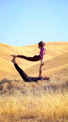 Yoga Poses With Partner, 2 People Yoga Poses, Two Person Yoga Poses, Couples Yoga Poses, Acro Yoga Poses, Yoga Poses For Two, 2 Person Stunts, Yoga Posses, Couple Yoga