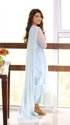 Indian Designer Outfits, Indian Outfits, Designer Dresses, Designer Sarees, Bridal Mehndi Dresses, Fancy Wedding Dresses, Pakistani Couture, Pakistani Dresses, Ayeza Khan Wedding