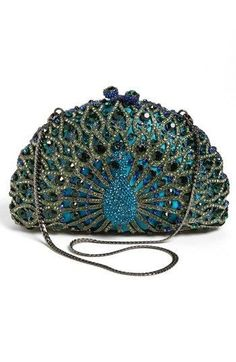 Peacock Clutch by Tasha - would be a gorgeous way to accent an all black dress! Vintage Purses, Vintage Handbags, Vintage Jewelry, Vintage Hats, Peacock Purse, Peacock Colors, Peacock Feathers, Beaded Purses, Beaded Bags
