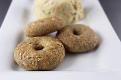 Sprouted Raw Vegan Bagels Vegan Bagel, Vegan Bread, Easy Bread Recipes, Cooking Recipes, Ancient Recipes, Roh Vegan, Bagel Recipe, Food Substitutions, Raw Vegan Recipes